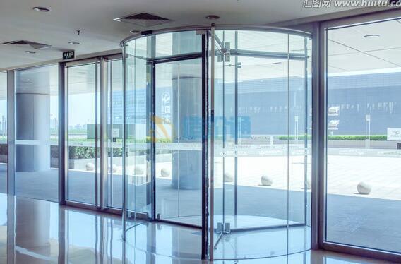 钛金玻璃门图片