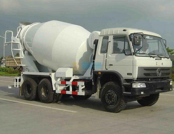 车载式混凝土输送泵图片