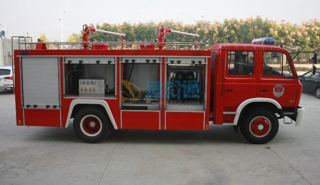 器材消防车图片